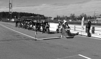 300 motociklisti uzlabo savas braukšanas prasmes Biķernieku trasē
